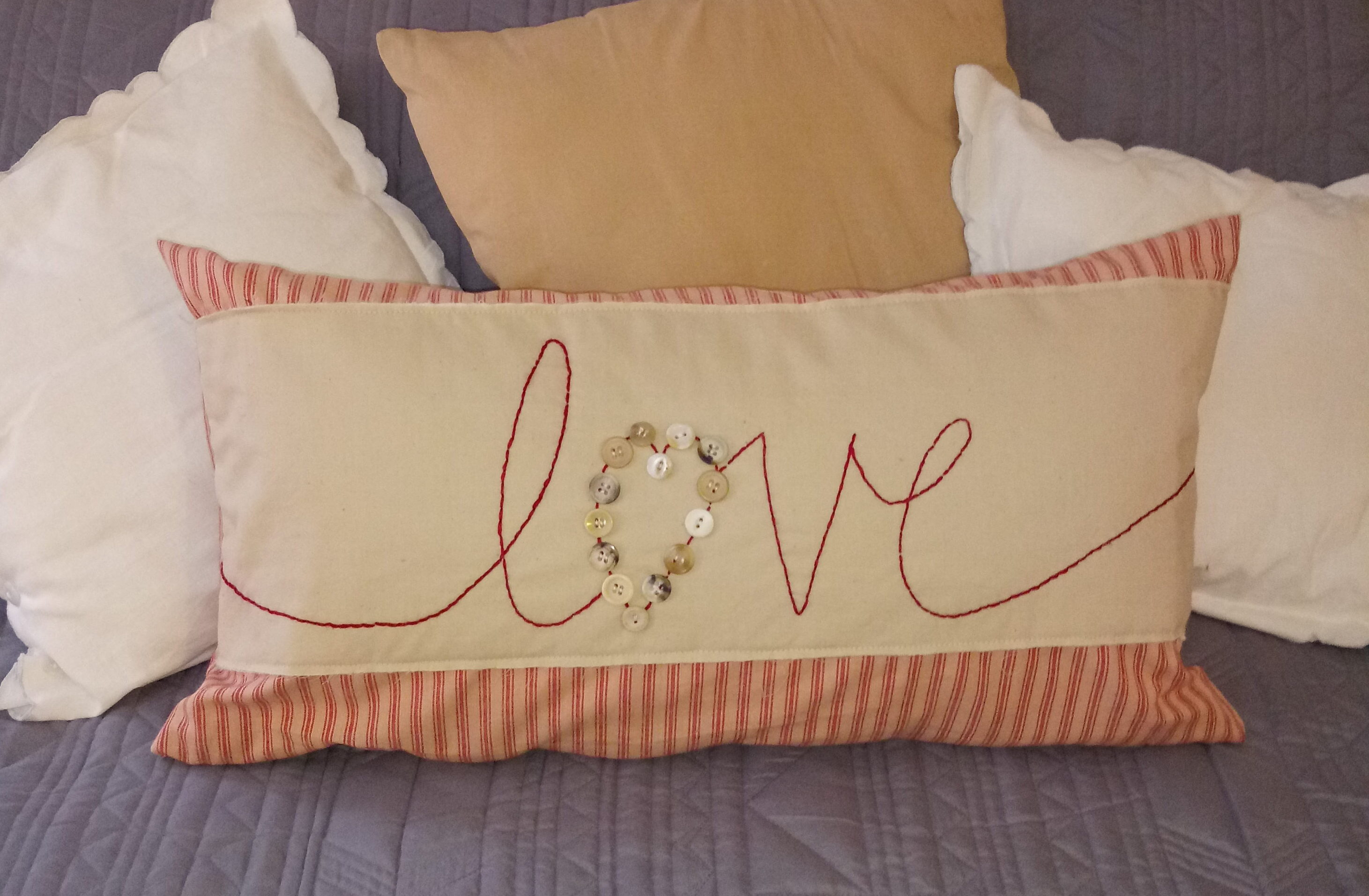 "Valentine ""love"" Pillow free pattern"